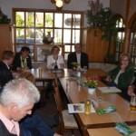 Pia moderiert den Diskussionsabend zum Thema Energiewende mit Energieministerin Eveline Lemke, 16.05.14