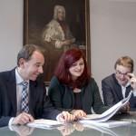 Über den Abschlussbericht der Enquete-Kommission Bürgerbeteiligung freuen sich: Matthias Lammert (CDU), Pia Schellhammer (Vorsitzende der Enquete, GRÜNE), Martin Haller (SPD)