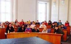 25.11.2013 Das Kinderparlament der Grundschule Gau-Odernheim besucht Pia im Landtag